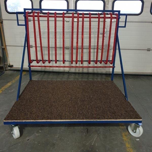 wozek-stojak-do-transportu-ram-okien-i-dzwi-z-regulowanym-rozstawem-ramion